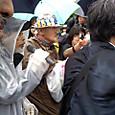 07010822 テント広場、渕上さんが関電への抗議文を読み上げる