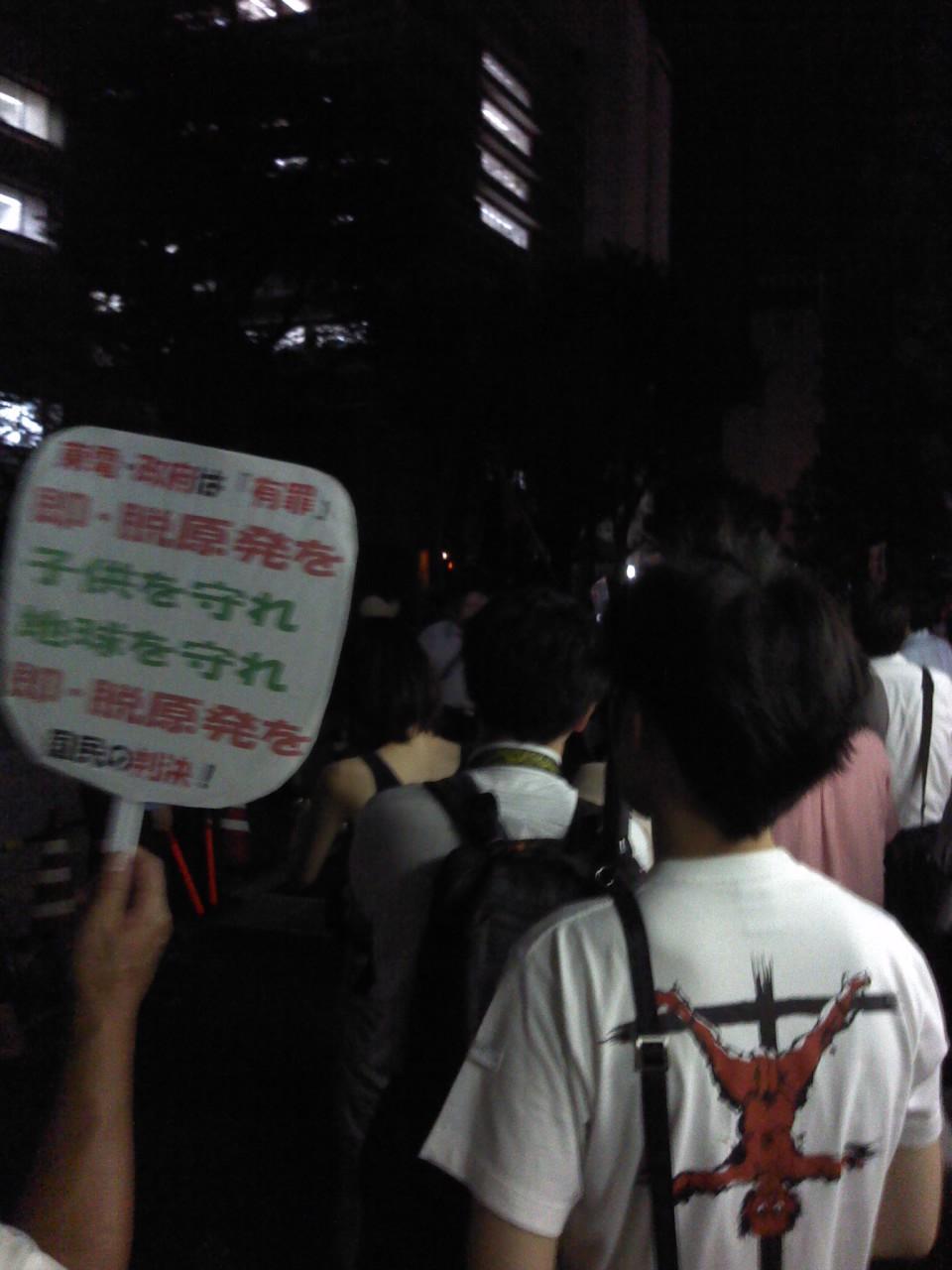 恒例、経産省前抗議